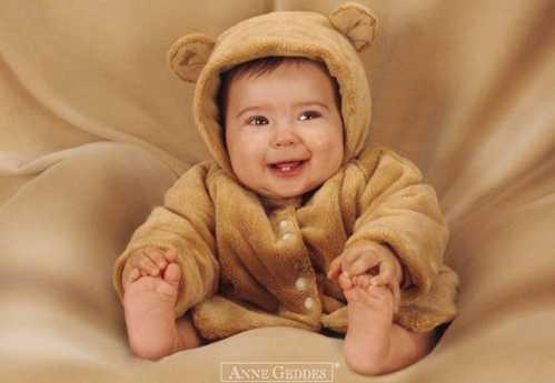 婴儿百天照创意照片 国外创意婴儿摄影之百天照